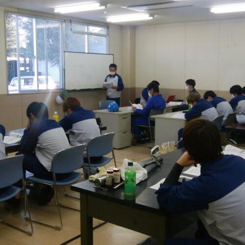 新入社員研修は、UACJグループ会社合同で行います。